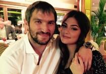 Жена Овечкина опубликовала фото с яхты в купальнике