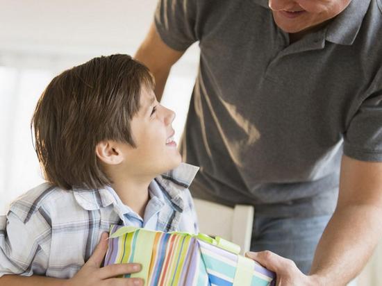 Деньги вместо папы: почему отцы откупаются от общения с детьми