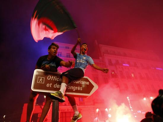 Пожары, разрушения, убийства: фанаты сборной Алжира громят Францию