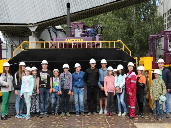 В Чебоксарах ученики побывали на заводе Промтрактор