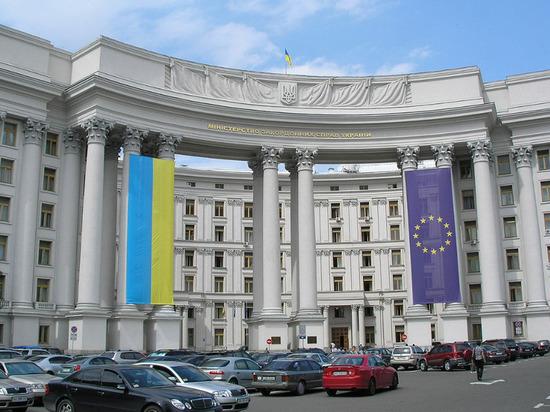 Киев продлил на 2020 год действие эмбарго на российские товары