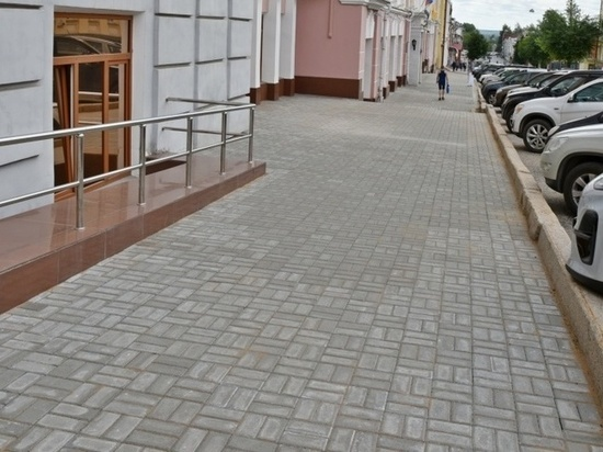 В Кирове идет ремонт тротуаров на 17 улицах