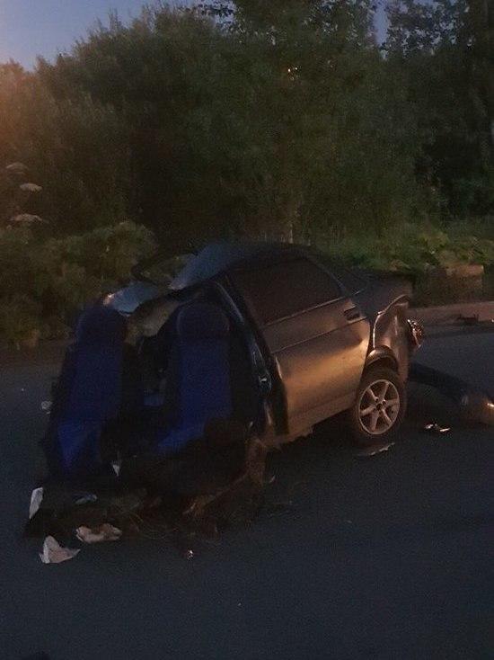 На Парнасе гонщик врезался в припаркованный трактор