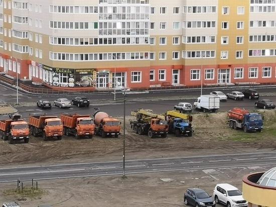 Жителей Нового Уренгоя возмутила стоянка грузовиков в жилой зоне