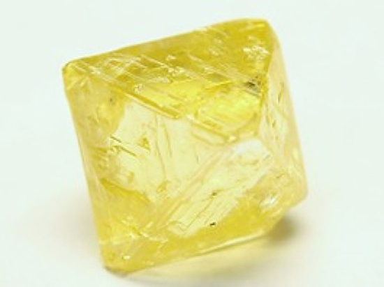 Под Архангельском добыли уникальный «лимонный» алмаз