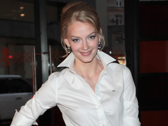Поклонники раскритиковали Светлану Ходченкову за обнаженную фотосессию