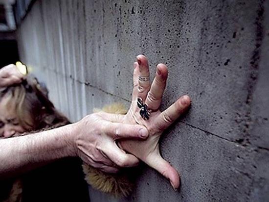 Изнасиловавшему при друге его жену россиянину вынесли приговор