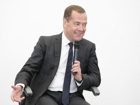 Премьер Медведев в Туле нарисовал картину урбанистки будущего