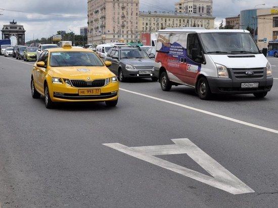 Социальное такси поменяет цвет и выедет на выделенные полосы