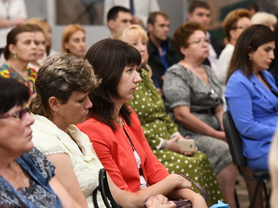 Губернатор пообщался с победителями душевного патриотического проекта