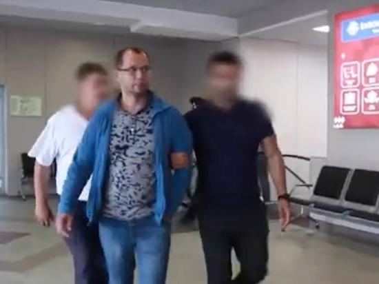 Ограбившая банк кассирша сидит в камере, а ее муж - под домашним арестом