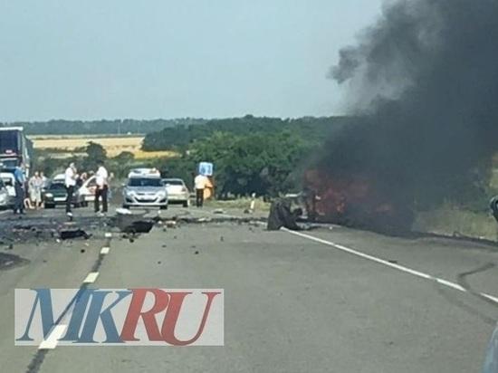 В Ростовской области водитель легковушки погиб после столкновения с грузовиком