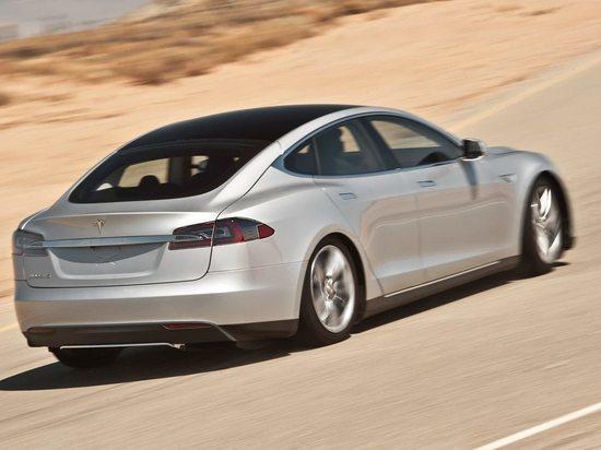 Екатеринбурженка добилась возвращения денег за неисправный Tesla