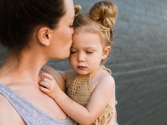 В Ставрополе многодетным и одиноким матерям выплачивают по 500 рублей
