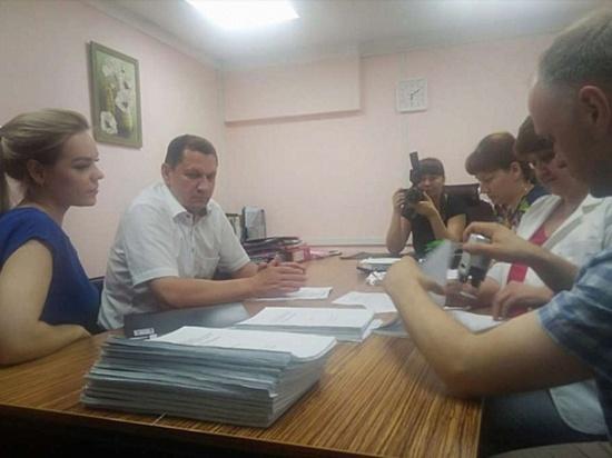 Игорь Шутенков сдал подписи в избирательную комиссию Улан-Удэ