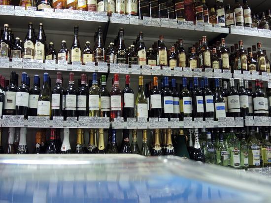 В России предложили запретить продажу алкоголя и табака в жилых районах