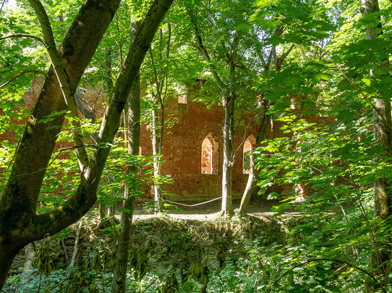 Форбург Бальги «под замком» и всадник в камуфляже