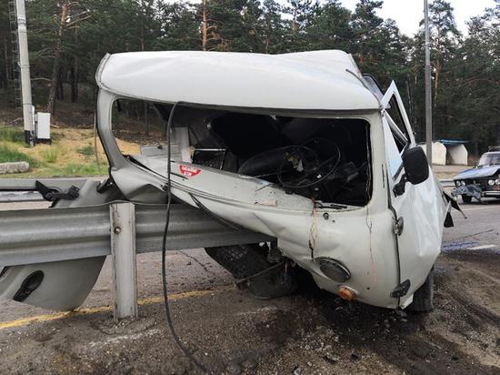 В Бурятии водитель разбил в хлам два отечественных автомобиля