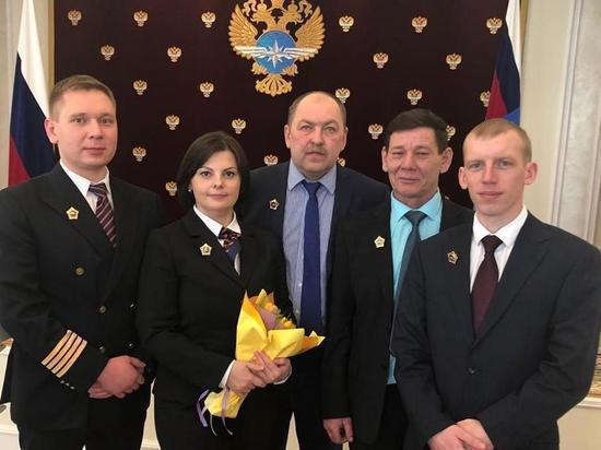 Путин наградил экипаж, посадивший в Уфе горящий самолет