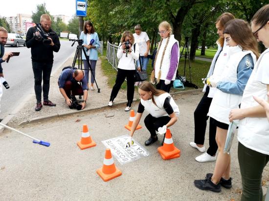 У пешеходных переходов в Пскове появились предупреждающие надписи