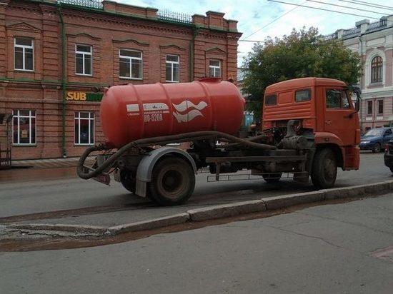 Несколько центральных улиц Кирова затопило . Видео
