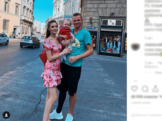 Жену бывшего мужа Бузовой затравили за платье за 890 рублей