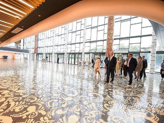 Хохлома украсила Центр художественной гимнастики в Москве
