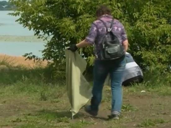Студенты – волонтеры очистили берег у ярославского храма