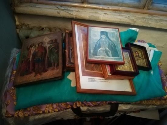 В Кривошеино полицейские задержали вора, укравшего из храма иконы и кресты