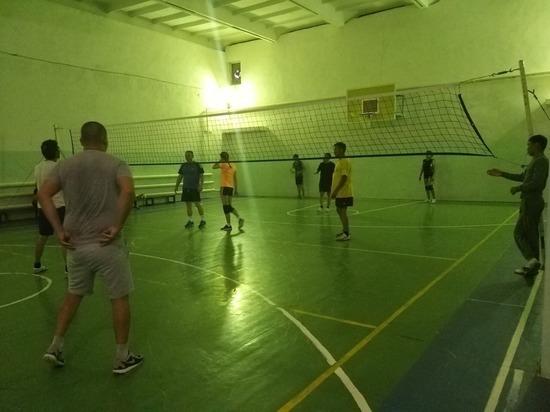 В калмыцком Цаган Амане сыграли в волейбол
