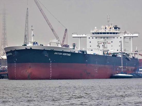 Иранские боевые катера попытались захватить британский нефтетанкер