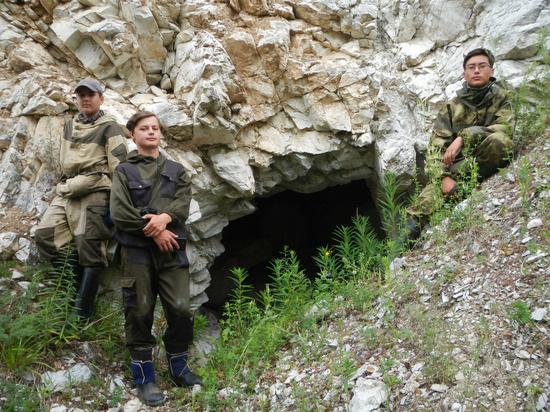 Экспедиция спелеологов нашла на Байкале в Бурятии неизведанную пещеру Черского