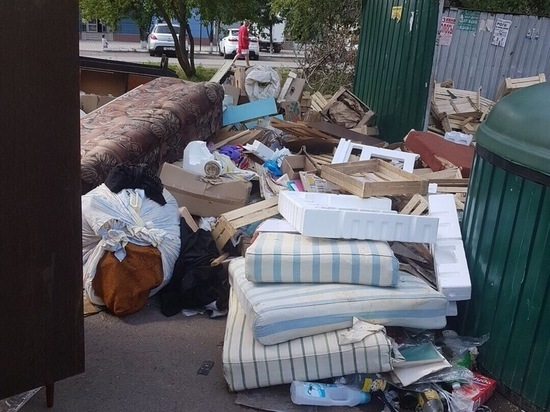 В Оренбурге у популярного ТК образовалась свалка