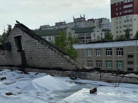 Жильцы барнаульской многоэтажки, оставшейся после пожара без крыши, сами спасают квартиры от потопа