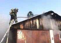 В горящем частном доме под Ноябрьском никто не пострадал