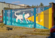 Коммунальщики закрасили мурал на фасаде здания в Ноябрьске