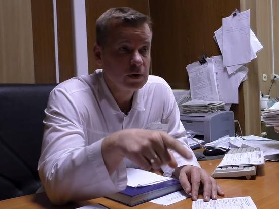 Российского врача с 20-летним стажем уволили из-за жалоб на зарплаты