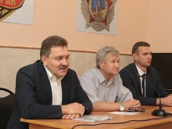 Евгений Маслов поздравил ветеранов Уральской Стали с Днем металлурга