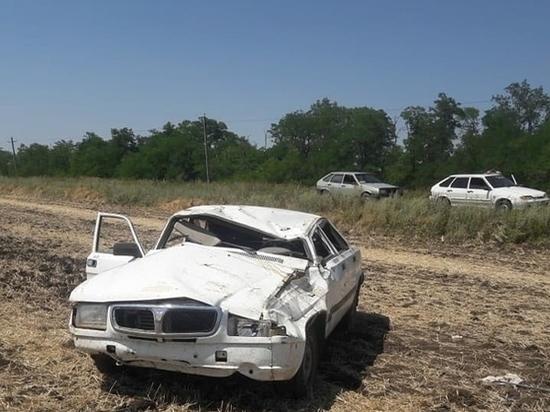 На Дону водитель на «Волге» попал в ДТП и перевернулся на крышу