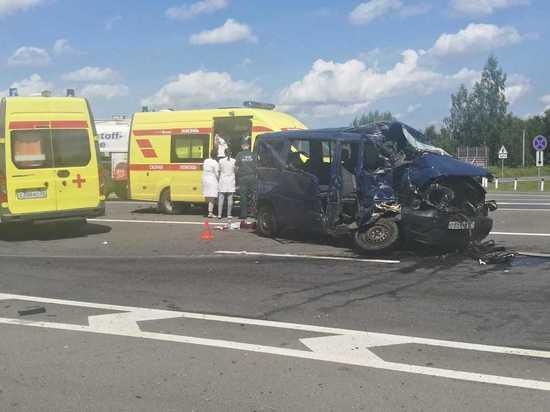 В Калининградской области бензовоз столкнулся с микроавтобусом – 5 детей госпитализированы в тяжелом состоянии