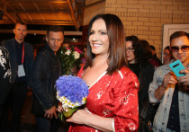 Олешко оправдал толкнувшую поклонника Софию Ротару