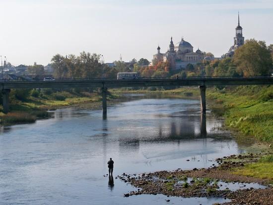 в Торжке до 1 октября отремонтируют покрытие моста через Тверцу