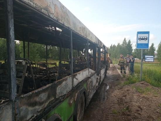 Водитель сгоревшего под Тверью автобуса рассказал, как эвакуировал 40 человек
