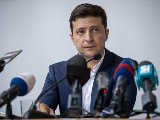 Украинцы возмутились поведением Зеленского, оттолкнувшего министра обороны