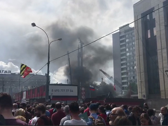 Рядом с митингом оппозиции в Москве начался пожар