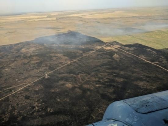 В Новоорском районе пожар тушили поезд и вертолеты