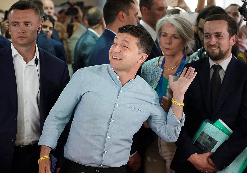 Веселые выборы в Раду: фотогалерея радости Зеленского и Порошенко