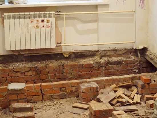 В московской квартире пол провалился под землю
