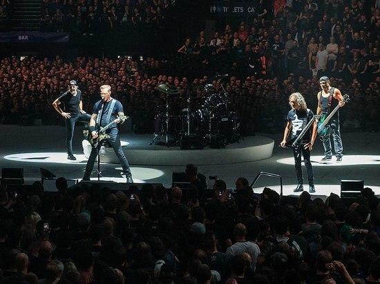 """Музыканты Metallica в """"Лужниках"""" исполнили песню """"Группа крови"""""""
