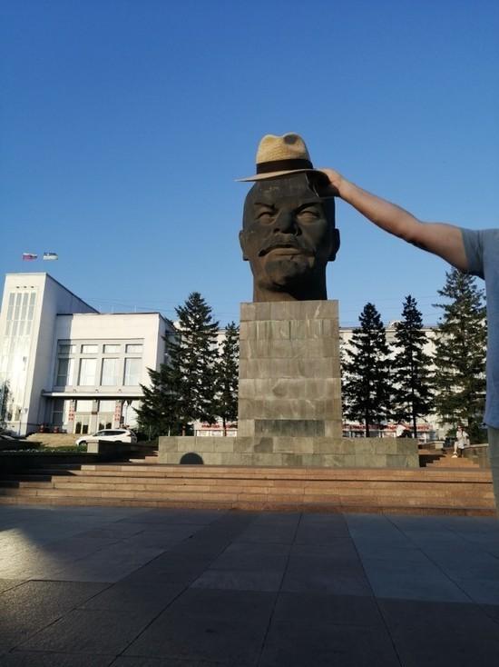 «А вот и шляпка»: жители Улан-Удэ позаботились о голове Ленина
